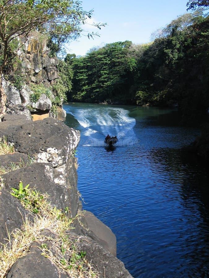 Download Schnellboot stockfoto. Bild von spur, blau, wald, tropisch - 33048