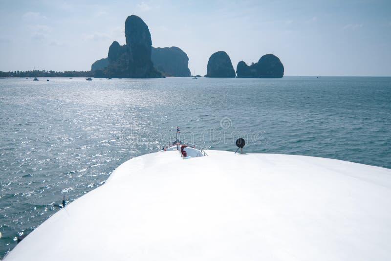 Schnellbootdetail über Meer lizenzfreie stockbilder