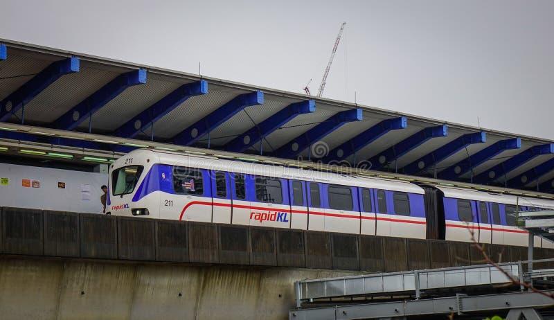 Schnelle Durchfahrt Malaysias MRT-Massenzug stockbild