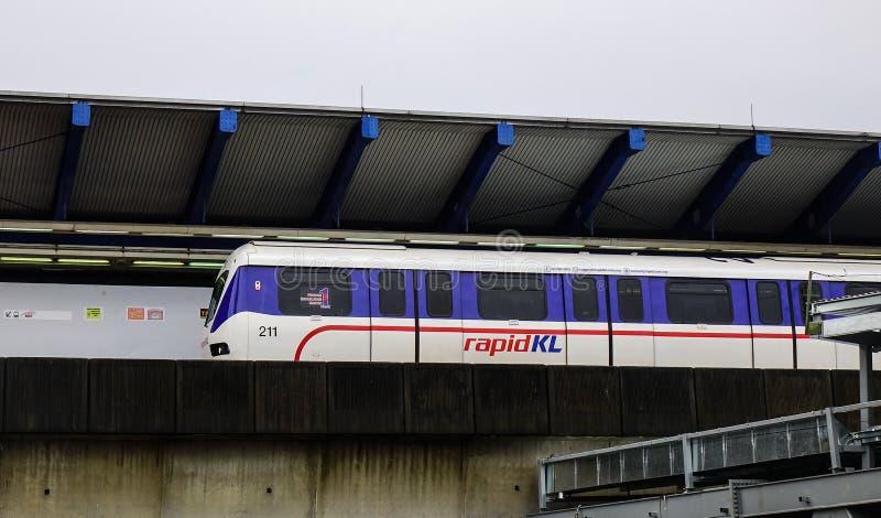 Schnelle Durchfahrt Malaysias MRT-Massenzug lizenzfreie stockfotografie