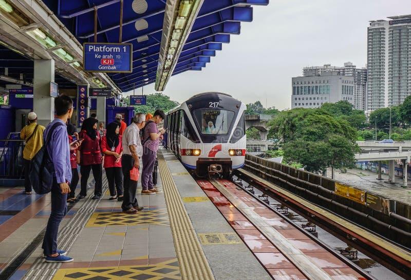 Schnelle Durchfahrt Malaysias MRT-Massenzug stockfoto