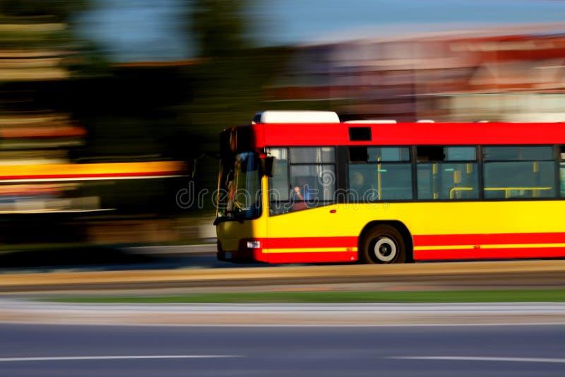 Schneller Bus lizenzfreie stockbilder