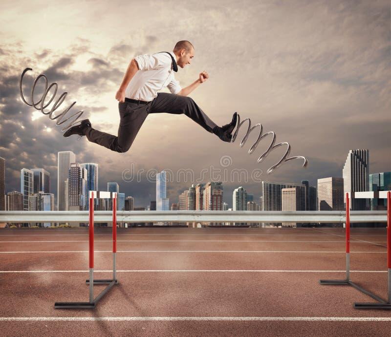 Schneller Geschäftsmann überwinden und erzielen Erfolg Wiedergabe 3d stockfotos