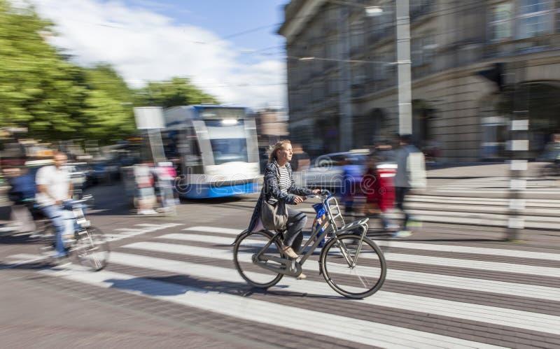 Schneller Radfahrer in Amsterdam stockfoto