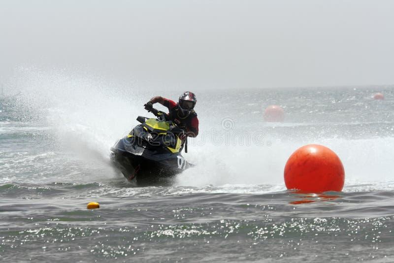 Schneller Spaß im Wasser lizenzfreies stockfoto