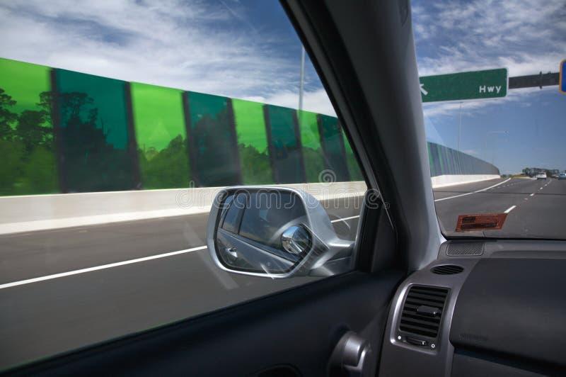 Schnelles Auto auf einer Straße, Drehzahl stockbilder