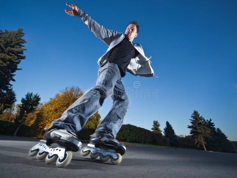 Schnelles Rollerblading stockfotos