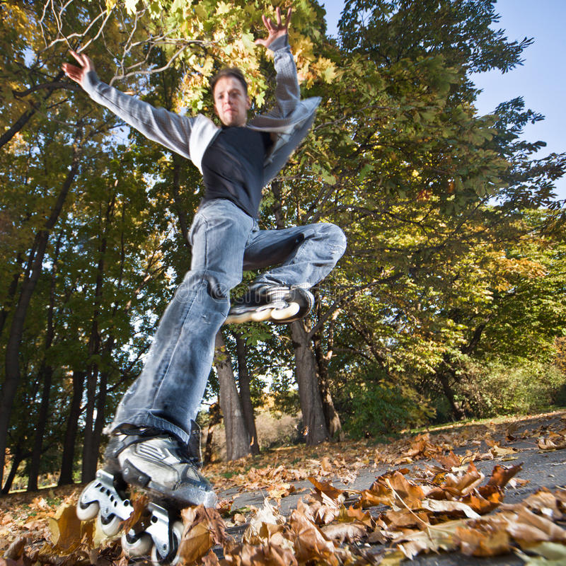 Schnelles Rollerblading lizenzfreie stockfotos