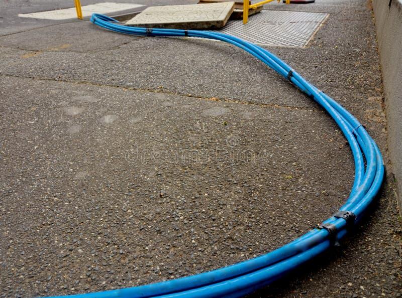 Schnelles und blaues Internet-Kabel stockfoto