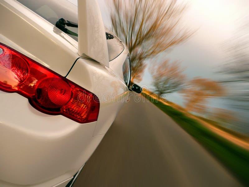 Schnellfahren-Auto lizenzfreies stockfoto