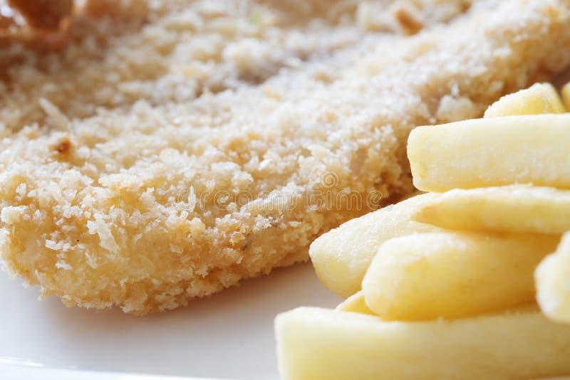Schnellimbisskonzept mit gebratenes Hühnerpommes-frites stockfotos