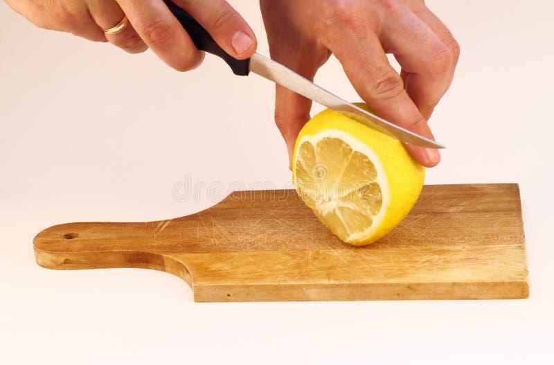 Schnitt einer Zitrone stockbild