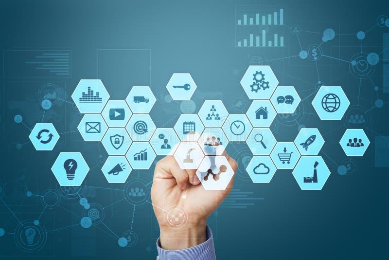 Schnittstelle des virtuellen Schirmes Internet und Digitaltechnik im Geschäftskonzept stockbild