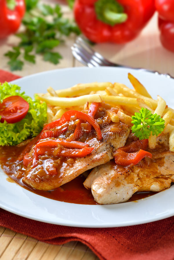 Schnitzel met frieten royalty-vrije stock foto