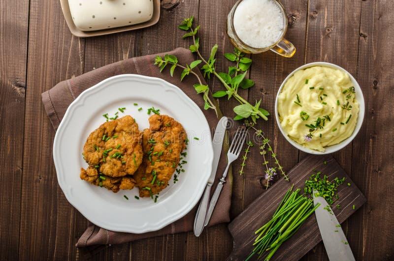 Schnitzel met kruiden, royalty-vrije stock foto