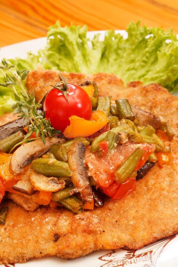 Schnitzel z warzywami obraz royalty free