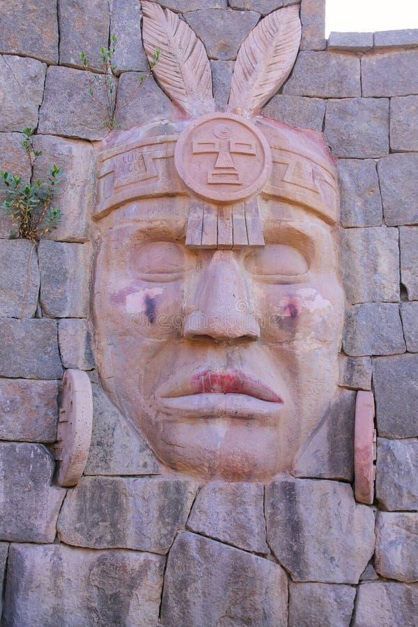 Schnitzen des Inkakriegers auf einer Wand in Chivay-Stadt, Peru lizenzfreies stockbild