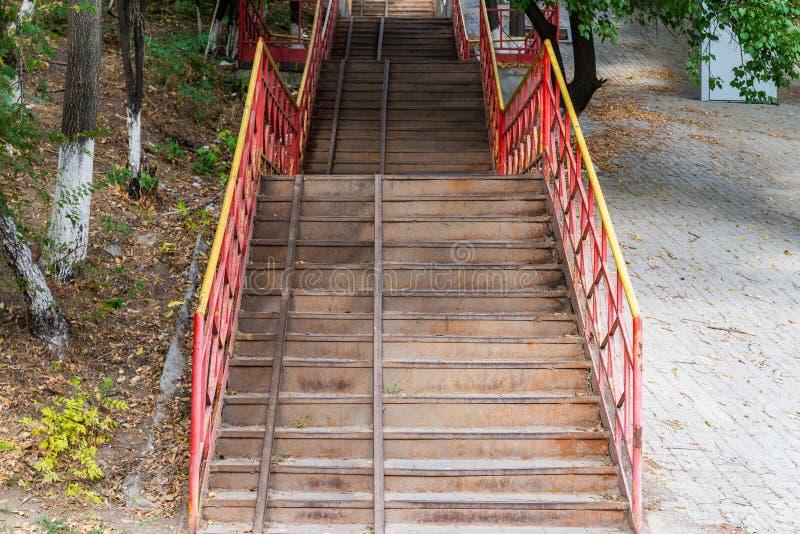 Schodki abstraktów kroków Schodki w mieście Granitowi schodki Kamienny schody często widzieć na zabytkach i punktach zwrotnych, s fotografia royalty free