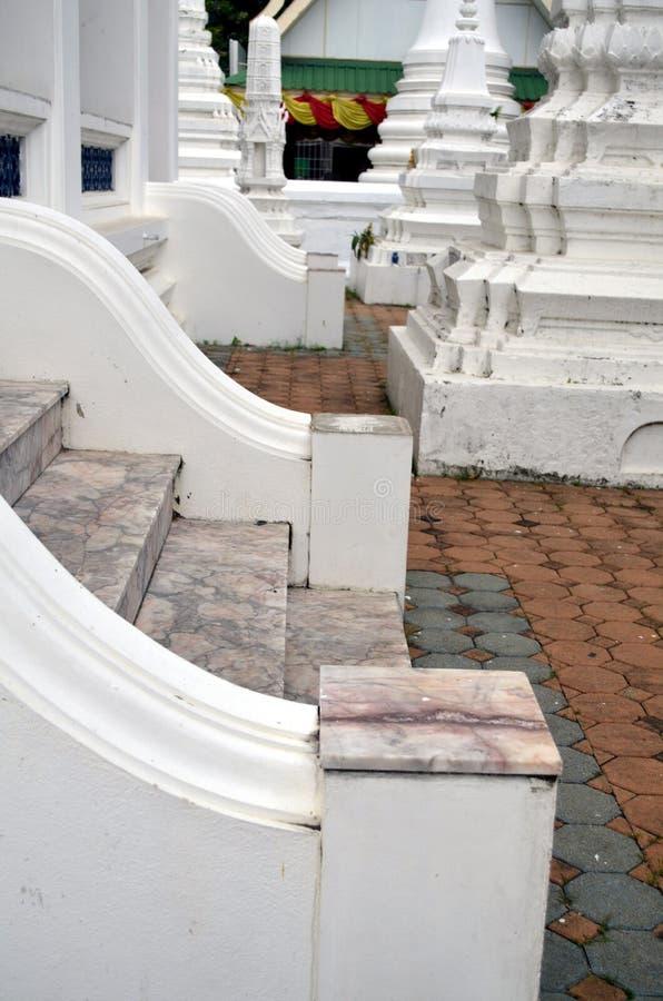 Schodki przy świątynią w Bangkok zdjęcia royalty free