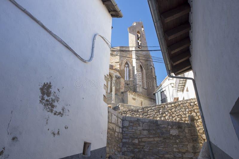 Schodki w Morella i dzwonkowy wierza Santa Maria kościół obrazy royalty free