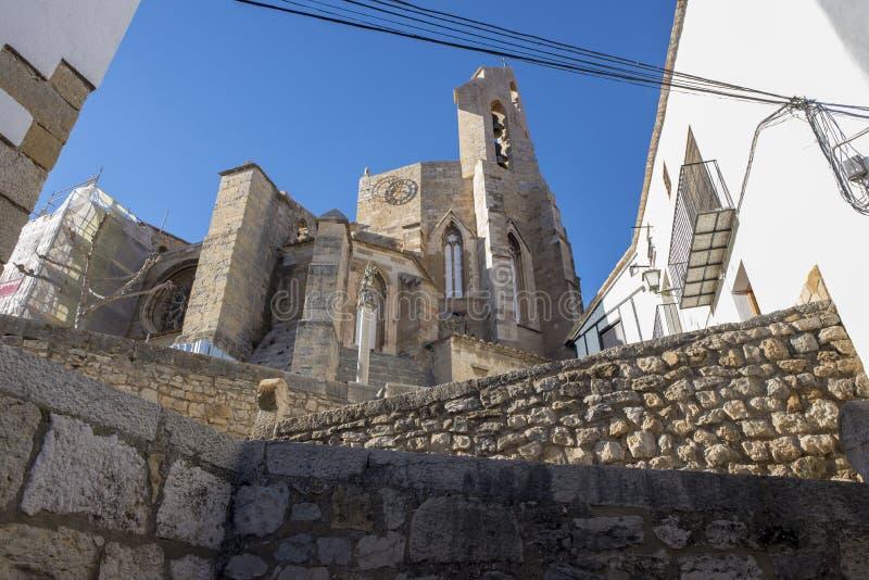 Schodki w Morella i dzwonkowy wierza Santa Maria kościół fotografia stock