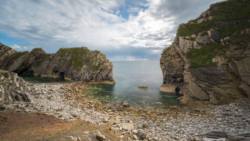 Schodowa dziura przy Lulworth zatoczką na Dorset Jurajskim wybrzeżu, Anglia, zdjęcia royalty free