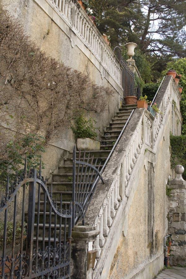 schody na starej włoskiej willa zdjęcia stock