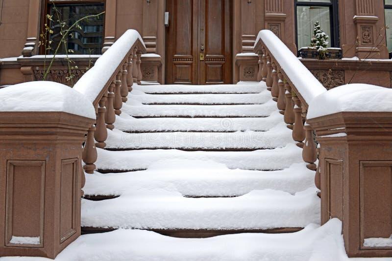 Schody przed Nowy Jork Brownstone budynkiem zdjęcia royalty free