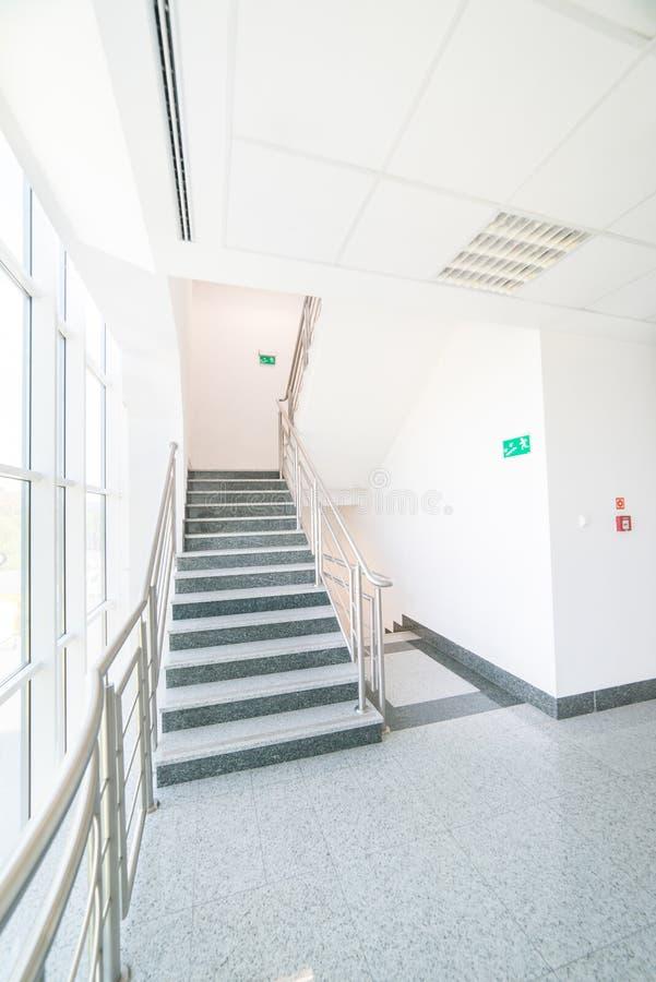 Schody w budynku biurowym zdjęcie stock