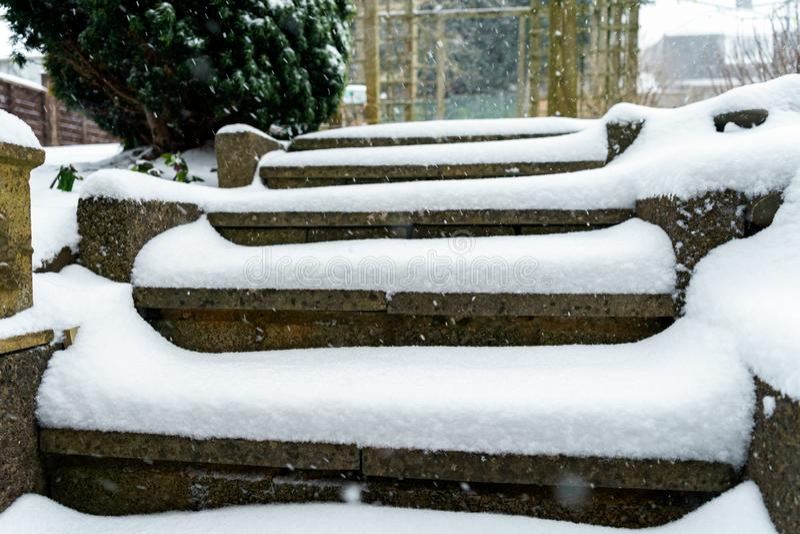 Schody zakrywający z śniegiem w wintergarden obrazy stock