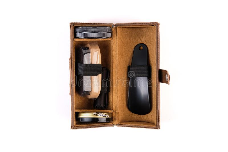 Schoen in een bruin leergeval dat wordt geplaatst stock afbeelding