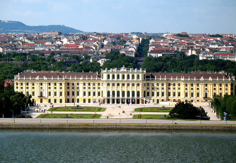 schoenbrunn vienna royaltyfria foton