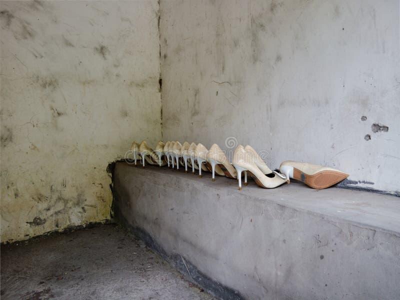 Schoenen in een rust einde stock fotografie