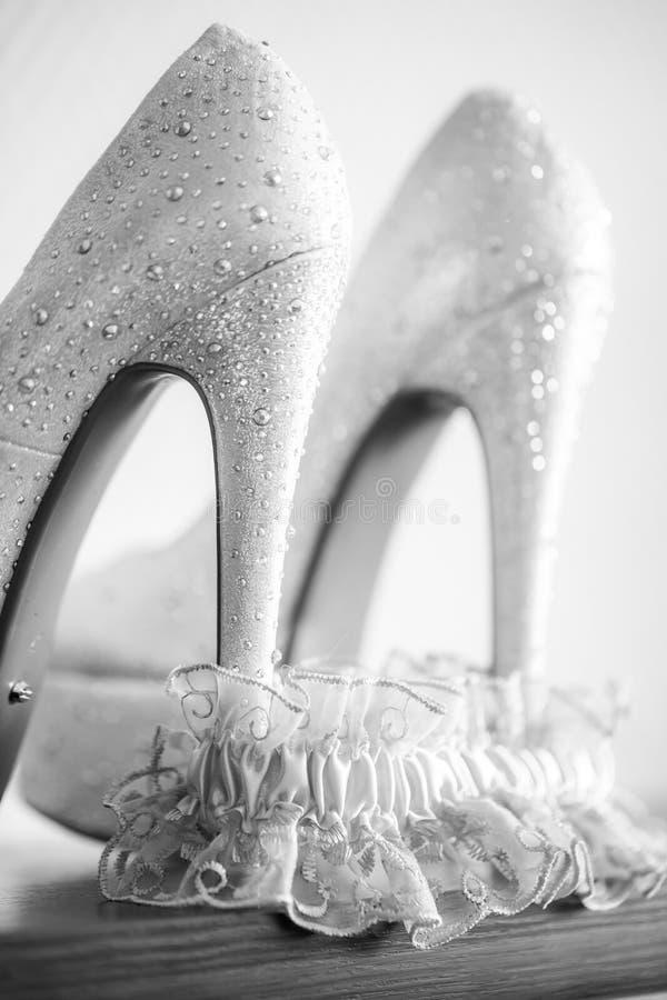 Schoenen en Bruids roze Kouseband BW royalty-vrije stock foto