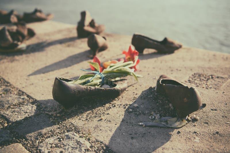 Schoenen op de dijk van Donau royalty-vrije stock foto