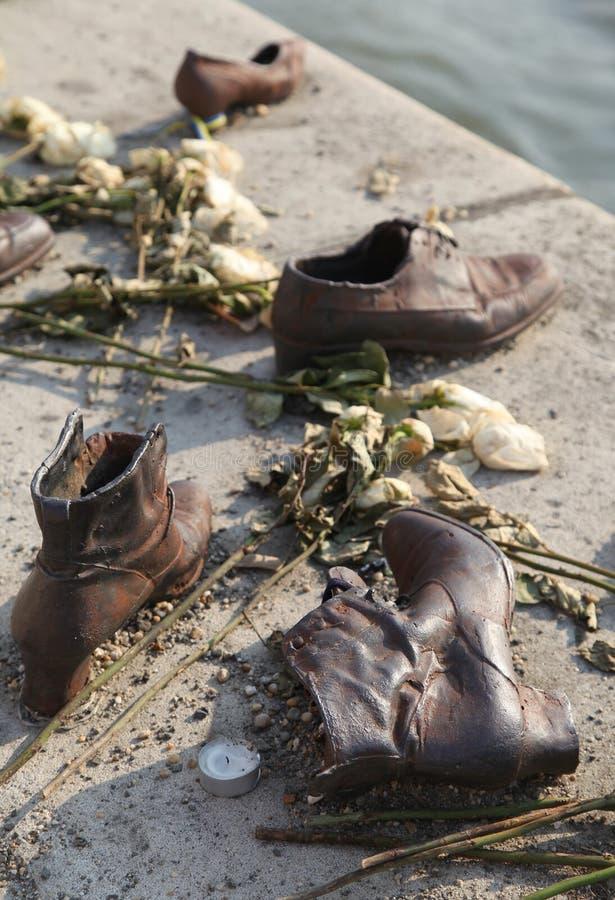 Schoenen op de Dijk van Donau in Boedapest, Hongarije stock afbeeldingen