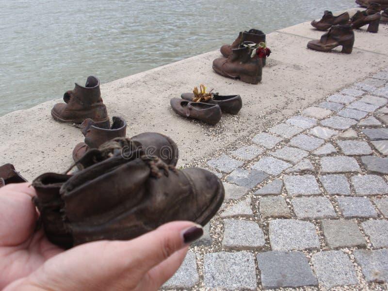 Schoenen op de Donau stock afbeelding