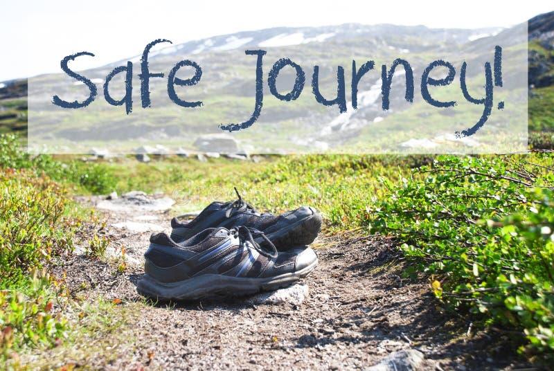 Download Schoenen Op Trekkingsweg, Tekst Veilige Reis Stock Afbeelding - Afbeelding bestaande uit noorwegen, activiteit: 107701319