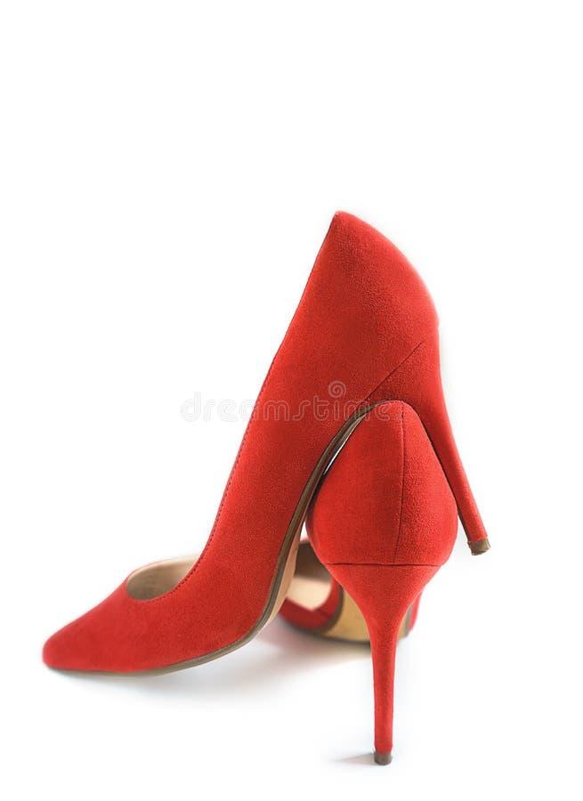Schoenen van de manier de vrouwelijke rode hoge hiel op witte ge?soleerde achtergrond, stock fotografie