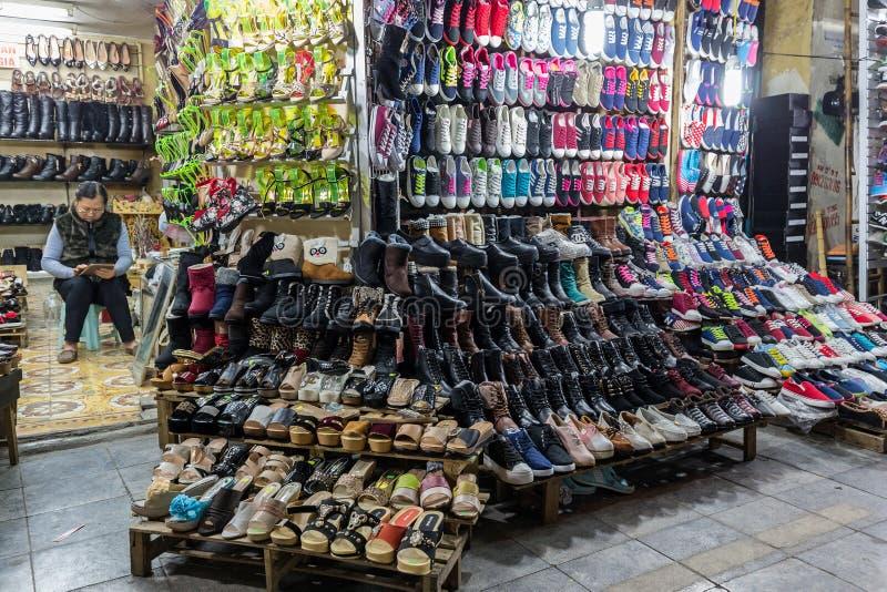 Schoenenverkoper in Vietnam royalty-vrije stock foto's