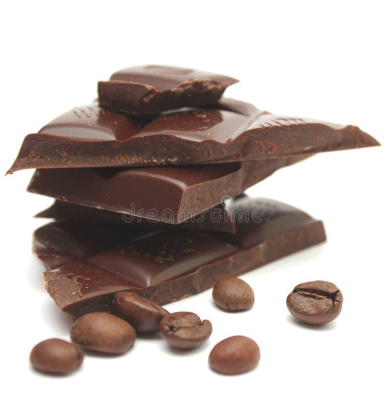 Schokolade und Kaffeebohnen. lizenzfreie stockfotografie