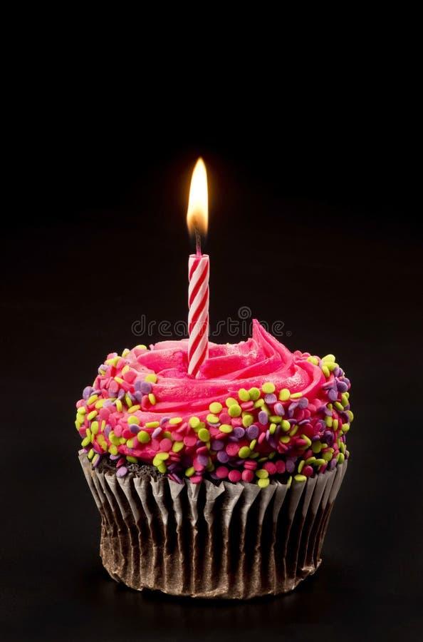 Schokoladen-Geburtstags-kleiner Kuchen mit einer Kerze stockbild
