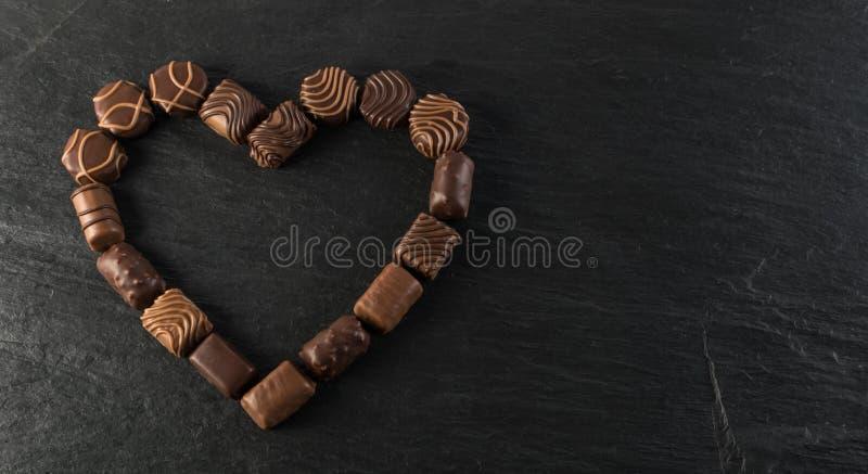 Schokoladen-Herz gemacht von den Bonbons lizenzfreie stockfotografie