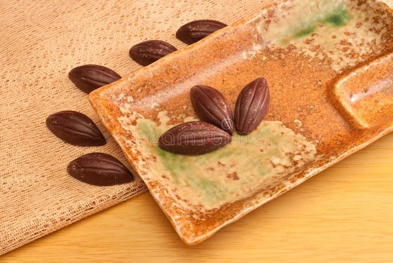 Schokoladen-Mandeln stockbild
