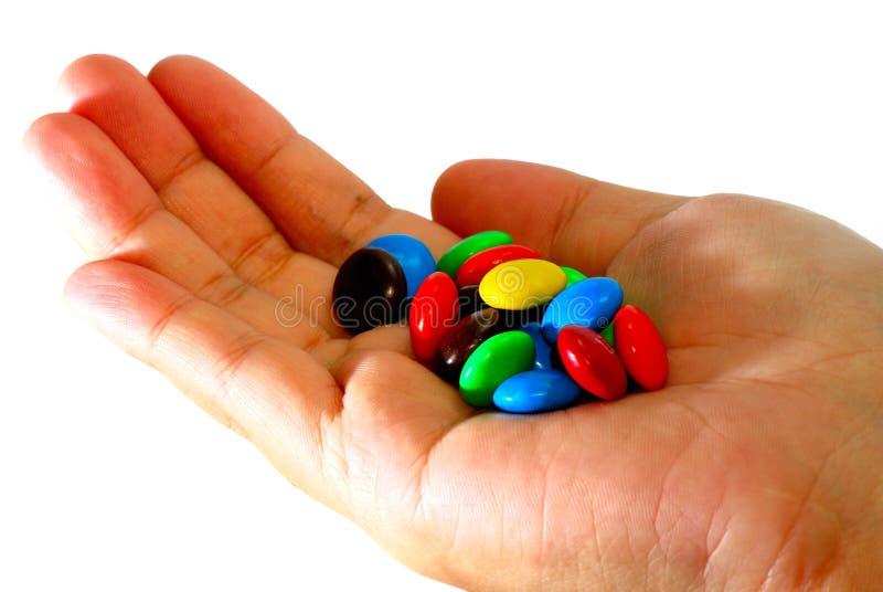 Schokoladen-Süßigkeit an Hand stockfoto