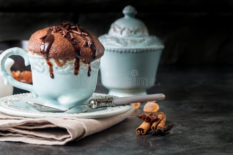 Schokoladenauflauf mit Schokolade stockfoto
