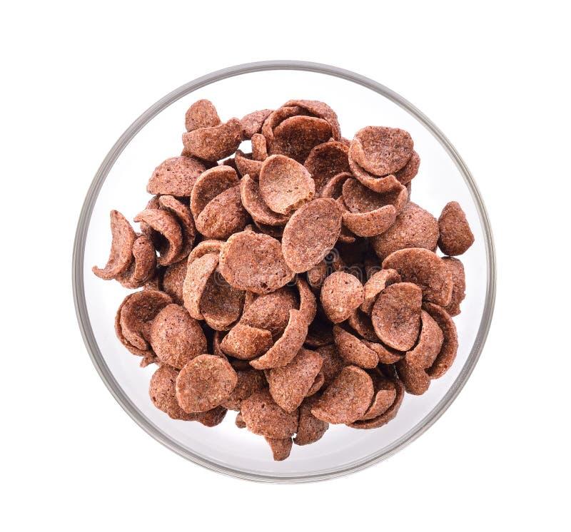 SchokoladenCorn Flakes in einer Schüssel auf weißem Hintergrund stockbild
