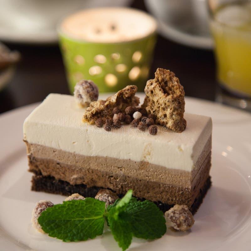Schokoladencreme des Kuchens drei lizenzfreie stockfotos