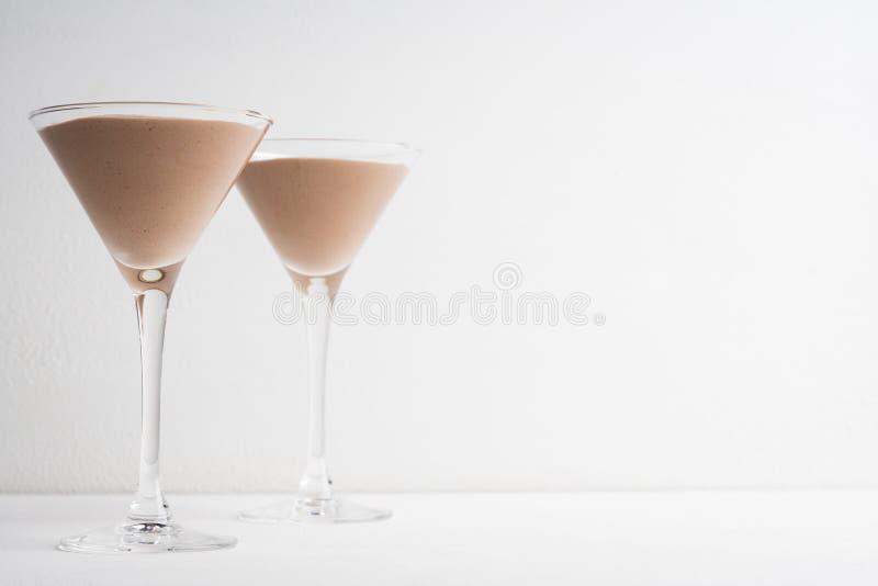 Schokoladencreme in Martini-Glas stockfotografie