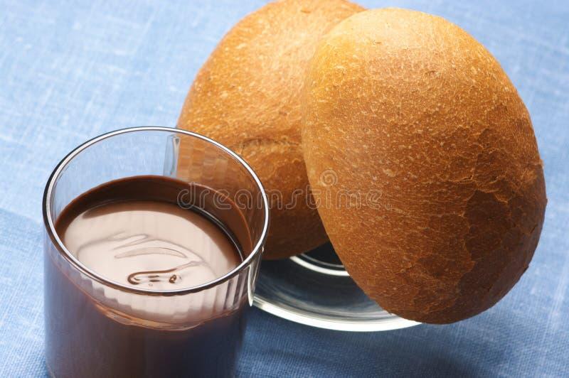 Schokoladencreme und Brötchen lizenzfreies stockbild